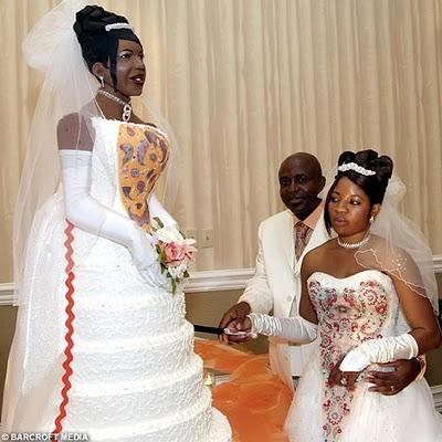 bride+cake